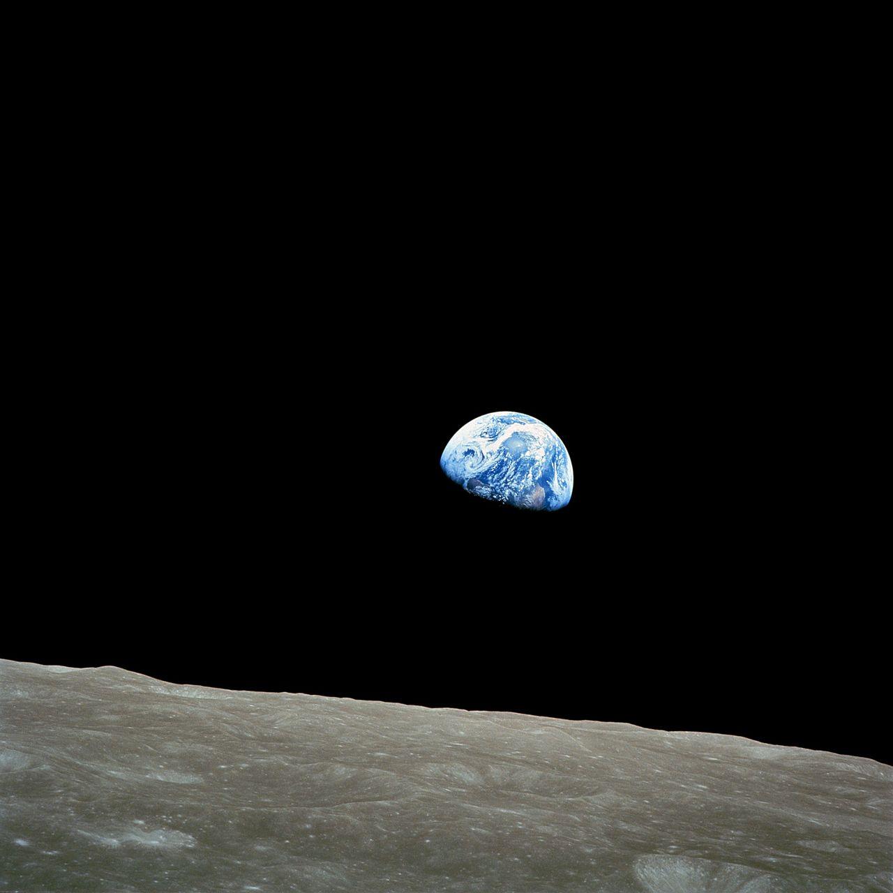 1280px-NASA-Apollo8-Dec24-Earthrise